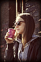 Young woman with sunglasses and coffee to go - HOHF000415