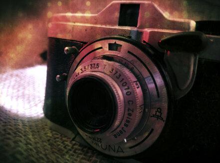 old analogue camera, Zeiss Ikon Taxona with lens Carl Zeiss Jena Tessar 3,5/37,5,studio - HOH000421