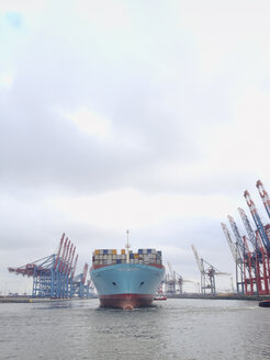 Container shipping line Maersk in Walter Hofer harbor, Hanseatic City of Hamburg, Germany - SE000466