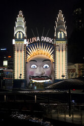 Australia, New South Wales, Sydney, entrance of amusement park by night - FB000215