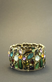 Bracelet with coloured glass elements, studio shot - JAWF000010