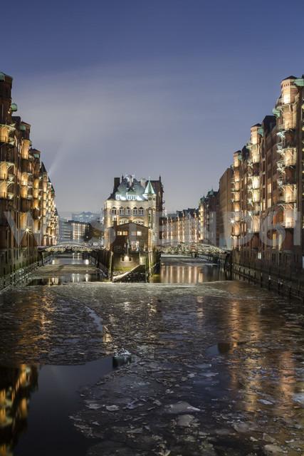 Germany, Hamburg, The Wasserschloss in the historic Warehouse District of Hamburg - NKF000054 - Stefan Kunert/Westend61