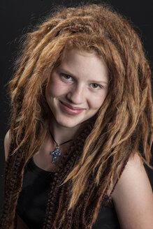 Portrait of teenage girl with red hair dreadlocks - EG000015