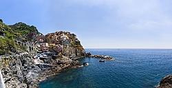 Italy, Cinque Terre, La Spezia Province, Liguria, Riomaggiore, Manarola, coast and houses - AMF001804