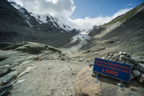 Austria, Grossglockner, Mount Johannisberg, Pasterze Glacier, sign, glacier level - PAF000386
