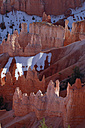 USA, Utah, Bryce Canyon National Park, view to hoodoos at Bryce Canyon - RUEF001176