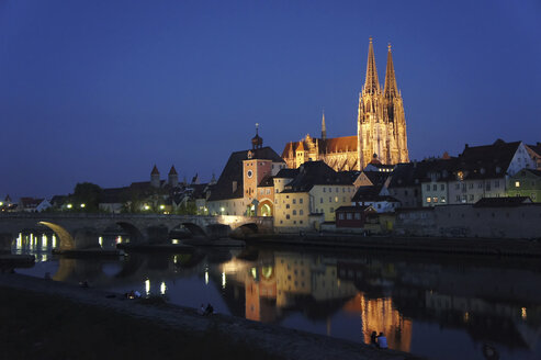 Germany, Bavaria, Regensburg, View of old town with Regensburg Cathedral and Danube River - HOHF000465