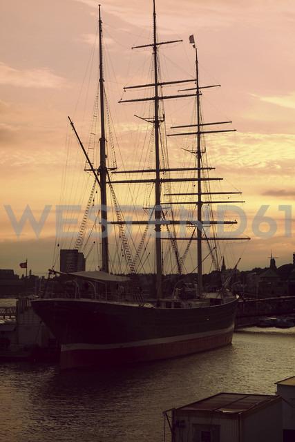 Germany, Hamburg, Sailing ship Rickmer Rickmers on River Elbe - HOH000475 - Fotomaschinist/Westend61