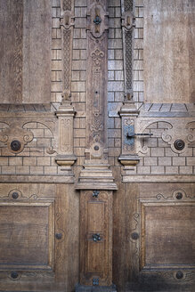 Germany, Baden-Wuerttemberg, Freiburg, Freiburg Minster, part of wooden entrance portal - ELF000836