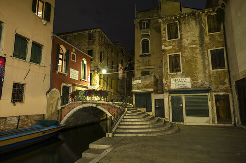 Italy, Venice, Alley at night - EJWF000264