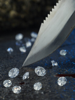 Knife, blood and diamonds - AK000327