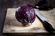 Red cabbage on chopping board and knife - SBDF000617