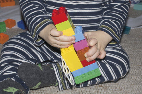 Toddler playing with Lego, partial view - MU001411