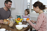 Father, mother and daughter having healthy breakfast - RBYF000439