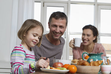 Father, mother and daughter having healthy breakfast - RBYF000442