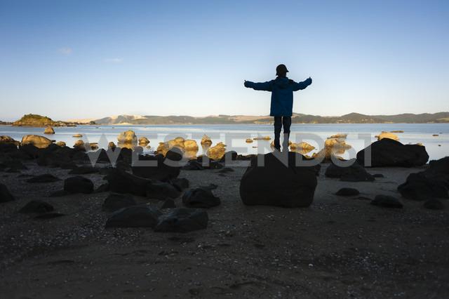 New Zealand, North Island, Northland, Hokianga Harbour, boy on Kouto Boulder - JB000036
