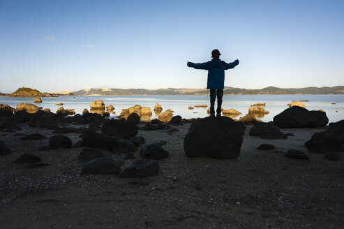 New Zealand, North Island, Northland, Hokianga Harbour, boy on Kouto Boulder - JB000036