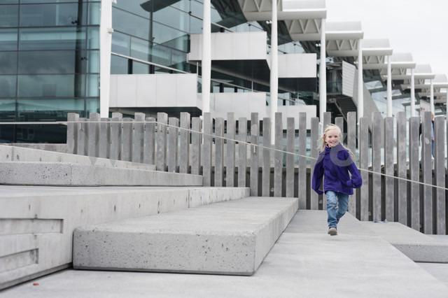 New Zealand, North Island, Auckland, Viaduct Basin, running girl - JB000063