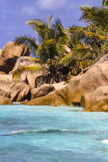 Seychelles, La Digue, beach with palms and typical rocks - KRP000299