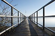 Germany, Baden-Wuerttemberg, Constance District, Lake Constance, wooden boardwalk - JEDF000164
