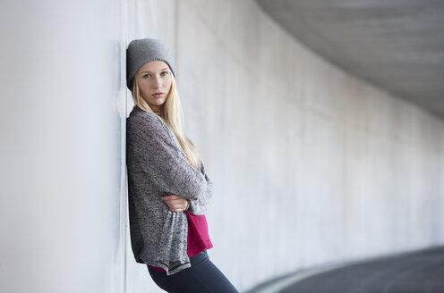 Portrait of unhappy teenage girl - WWF003218