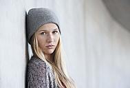 Portrait of unhappy teenage girl - WWF003219