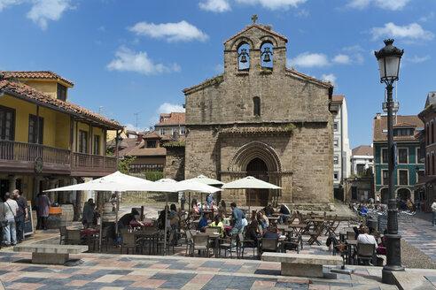 Spain, Asturias, Aviles, Carbayo Square - LA000624
