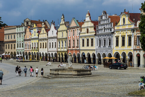 Czechia, Vysocina, Telc, view to row of historic houses at marketplace - EJWF000321