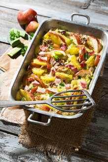 smoked pork chop casserole with potatoe, apple, leek and roasted walnut - MAEF007900