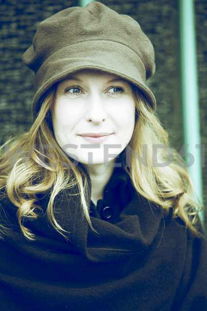 Portrait of smiling woman wearing hat - NG000079 - Nadine Ginzel/Westend61