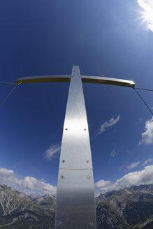Austria, Vorarlberg, Verwall Alps, Eisentaler Gruppe, Summit cross at Burtschakopf - SIEF005082
