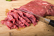 Chopped sirloin steak and knife on chopping board - CSTF000037