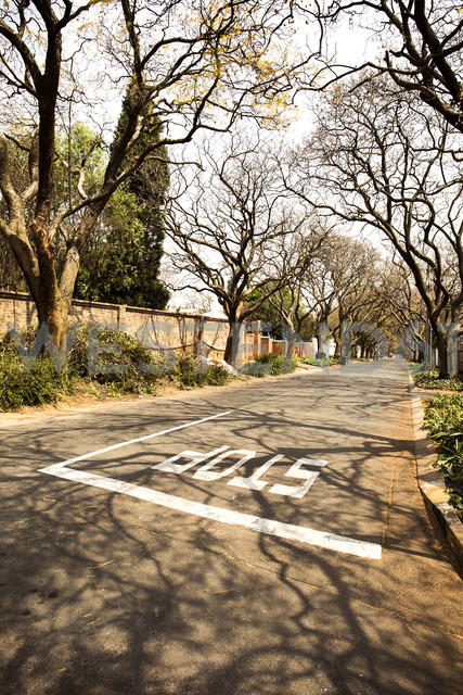 South Africa, Johannesburg,  Street in Parkview district - TKF000293 - TeKa/Westend61