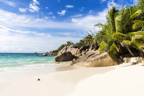Seychelles, Praslin, rock formation at beach Anse Lazio - WEF000023