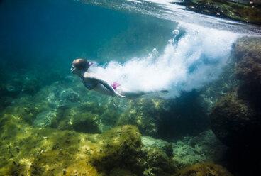 Croatia, Brac, Sumartin, Teenage girl under water - DISF000597