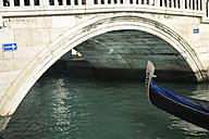 Italy, Veneto, Venice, Detail of a gondola, bridge, one way sign - LAF000641