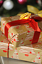 Christmas presents with red bow - LB000593