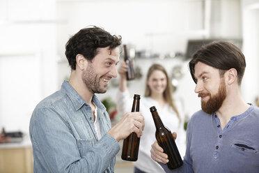 Friends in kitchen drinking beer - FMKF001001