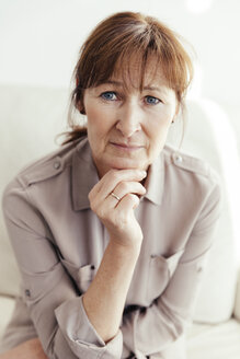 Portrait of mature woman - MFF000915