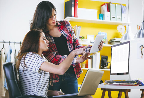 Two female fashion bloggers with computer, laptop and digital tablet in the office - EBSF000063