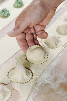 Producing homemade tortelloni, close-up - IPF000081