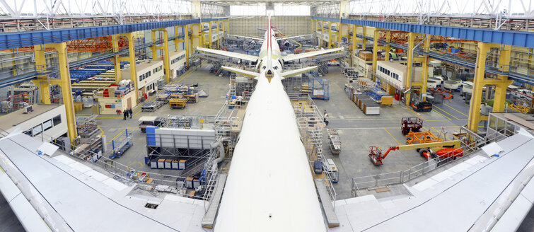Airplane construction in a hangar - SCH000018
