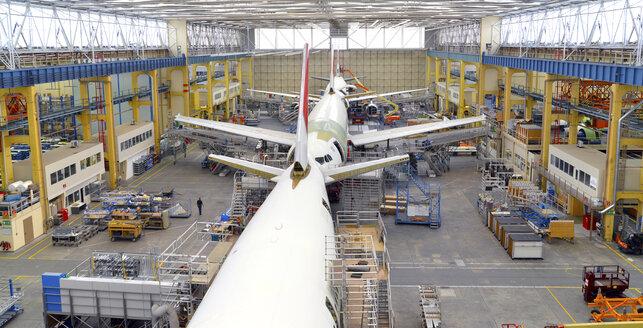 Airplane construction in a hangar - SCH000023