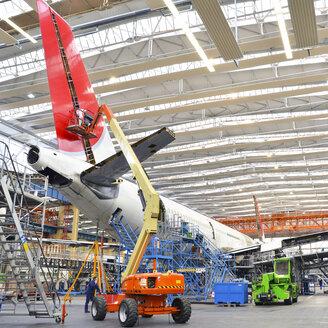 Airplane construction in a hangar - SCH000034