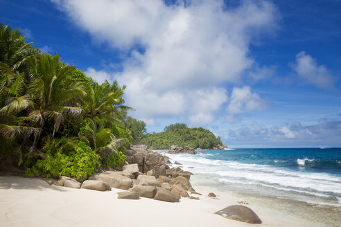 Seychelles, Mahe, view to beach and Indian Ocean - ROMF000002