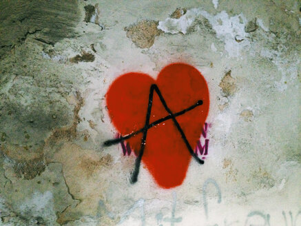Heart sprayed on wall, Passau, Bavaria, Germany - SEF000585