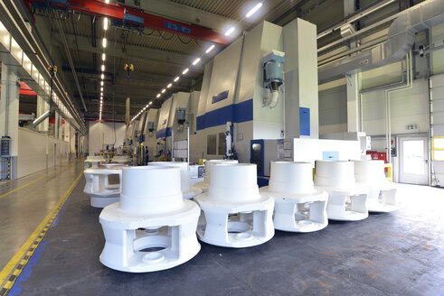 Germany, Production of wind tubines, gear components in production plant - SCH000111