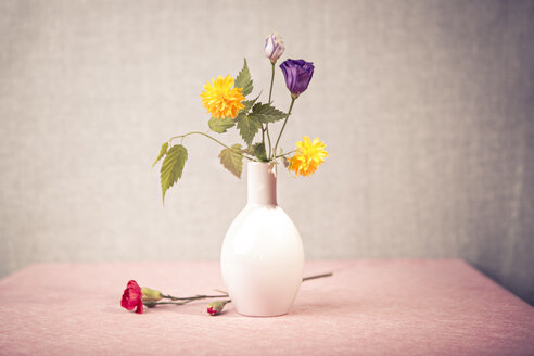 Eustoma, Rose and divine flowers in the vase - VTF000142