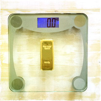 1 Kg gold on bathroom scales - DRF000551