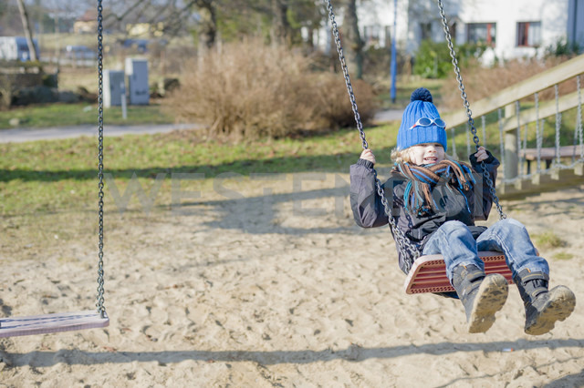 Germany, Mecklenburg-Western Pomerania, Ruegen, little boy swinging at playground - MJF000956 - Jana Mänz/Westend61